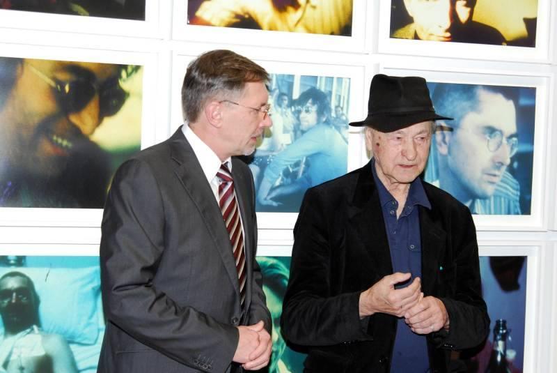LR Ministras pirmininkas Gediminas Kirkilas, kaip ir J. Mekas, tiki, jog nauji kultūros ir meno centrai reikalingi Lietuvai